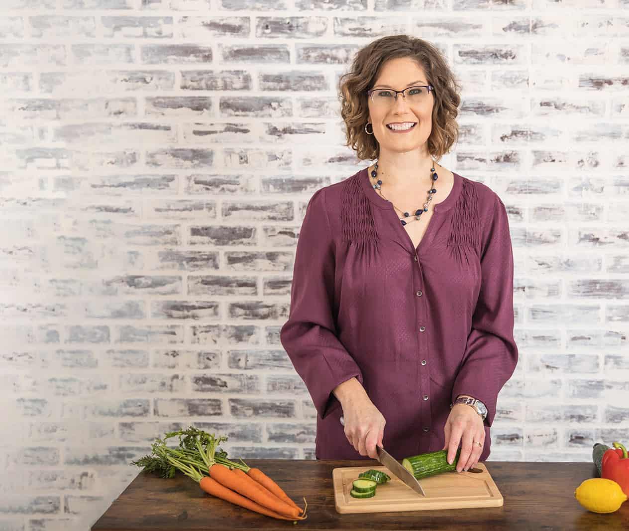 Marianne Gernetzke cutting vegetables photo